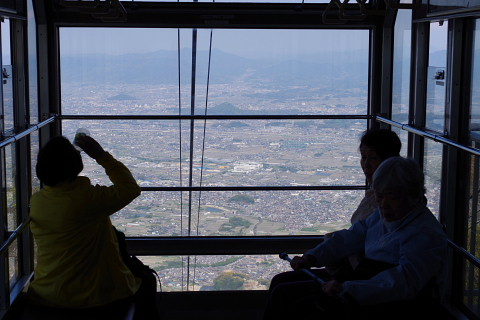 ロープウェイから奈良盆地を眺める